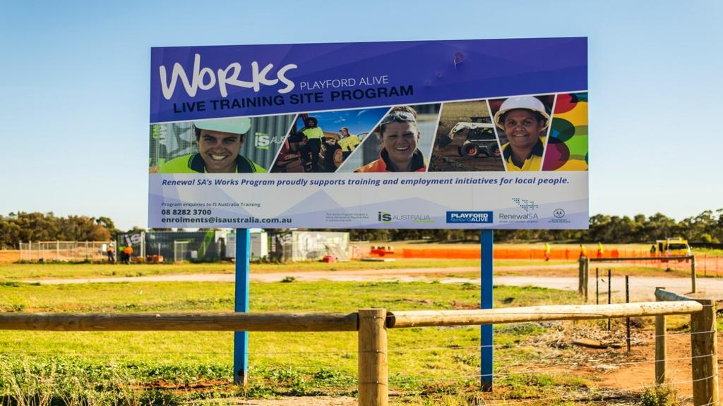 KEY FINDINGS AT A GLANCE This report provides a detailed overview of Renewal SA s Works Program implemented as part of Playford Alive, a large scale urban renewal project representing a partnership