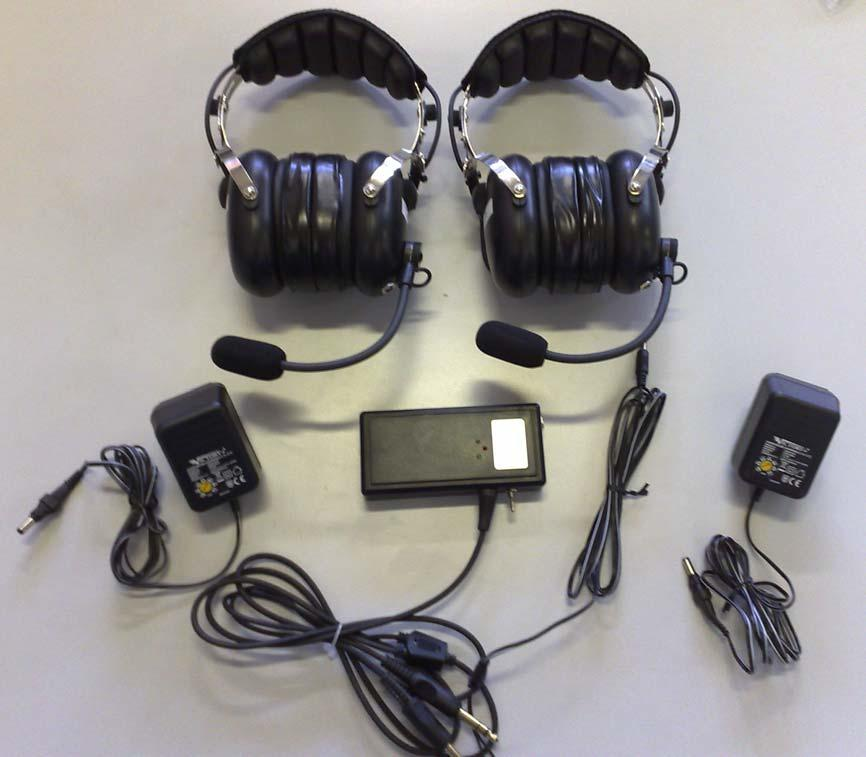 Content Of The Kit Aircraft Type Headphones N 2 Wall Battery Charger AC