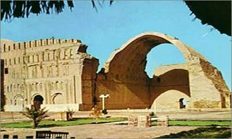 Aqarquf was built on a prolonged scheme on natural limestone. The city took its water from a branch of the River Euphrates (Baiti Inleel), i. e., God Canal, according to the Babylonian naming.