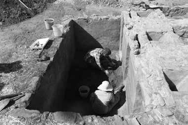 Journal of the Australian Catholic Historical Society Figure 3: Students excavating the area known as the cells. Photo Cherrie De Leiuen.