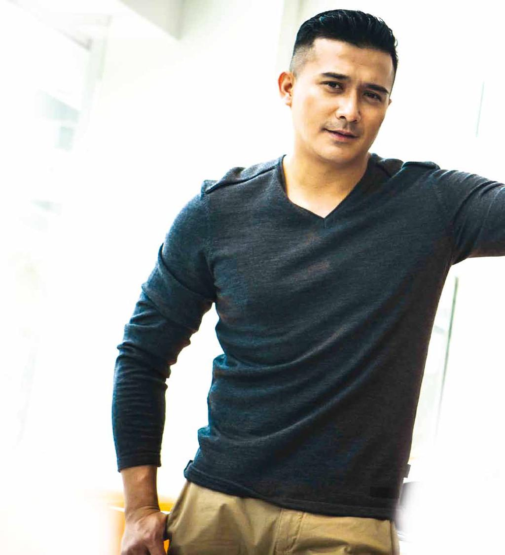 COVER STORY COVER STORY Aaron Aziz Sensational heartthrob and committed father By Siti Wajihah Kholil Born