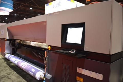 It offers the new quality standard for industrial backlit or fine art printing. It features Durst's Quadro Array 12M printheads with Variodrop technology.