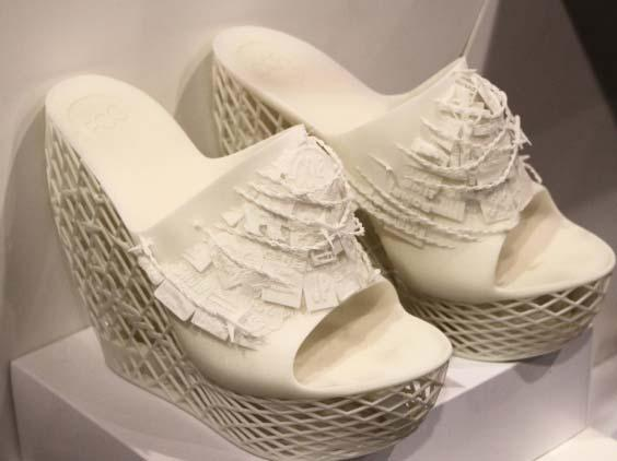 2013] 3D PRINTING INFRINGEMENT 779 3D Systems Cube-Printed Shoes 25 3D Systems Mobius Textile 26 25 Barry Collins, 3D Printing: Undeniably Cool, but Lacks a Killer App, PC PRO (Jan.