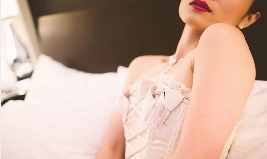 When you are about to hire a boudoir photographer you have to follow many certain things that could help you to seek best pictures of that day, as you are going to spend from your pocket.