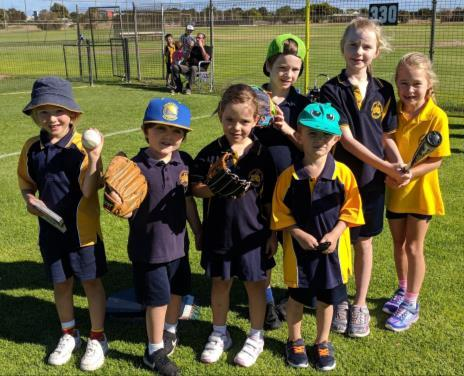 Everyone hit well and we got 2 outs in out 3 fielding innings! WEEK 5: EDWARDSTOWN VS EDWARDSTOWN This week the Gold C Grade cricket team played lue C Grade.