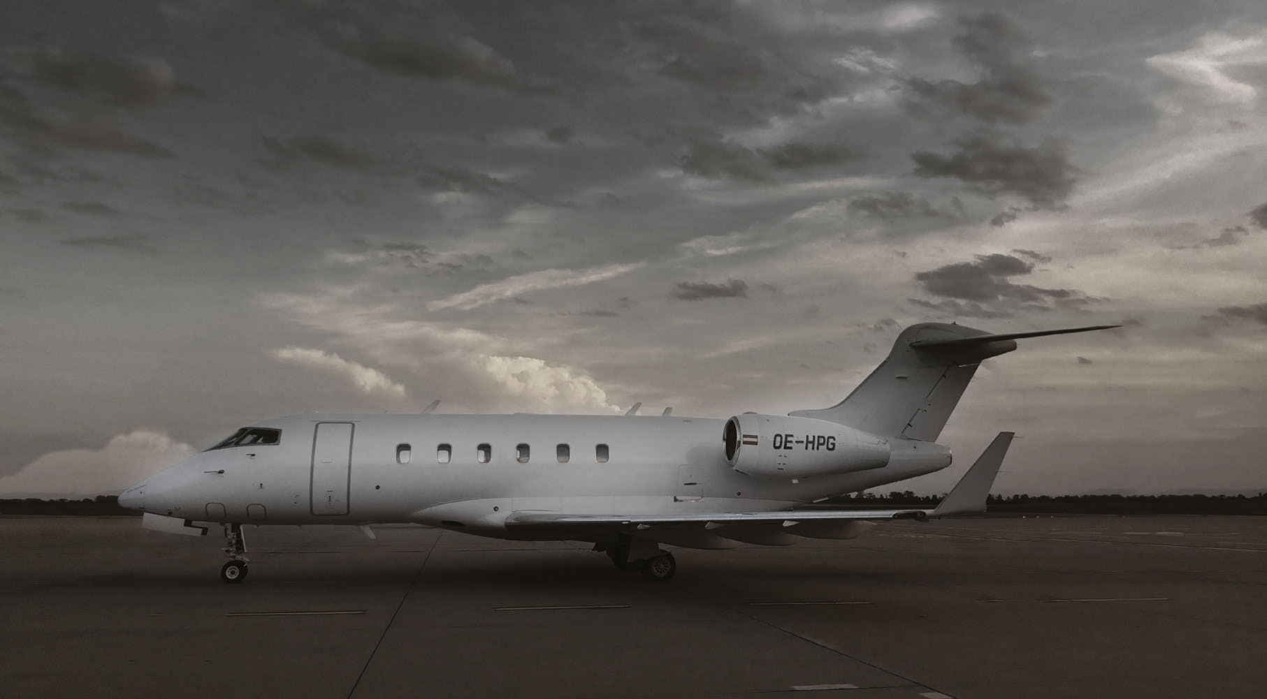 BOMBARDIER CHALLENGER 300 OE-HPG FACTS Challenger 300 combines best  performance with maximum comfort,