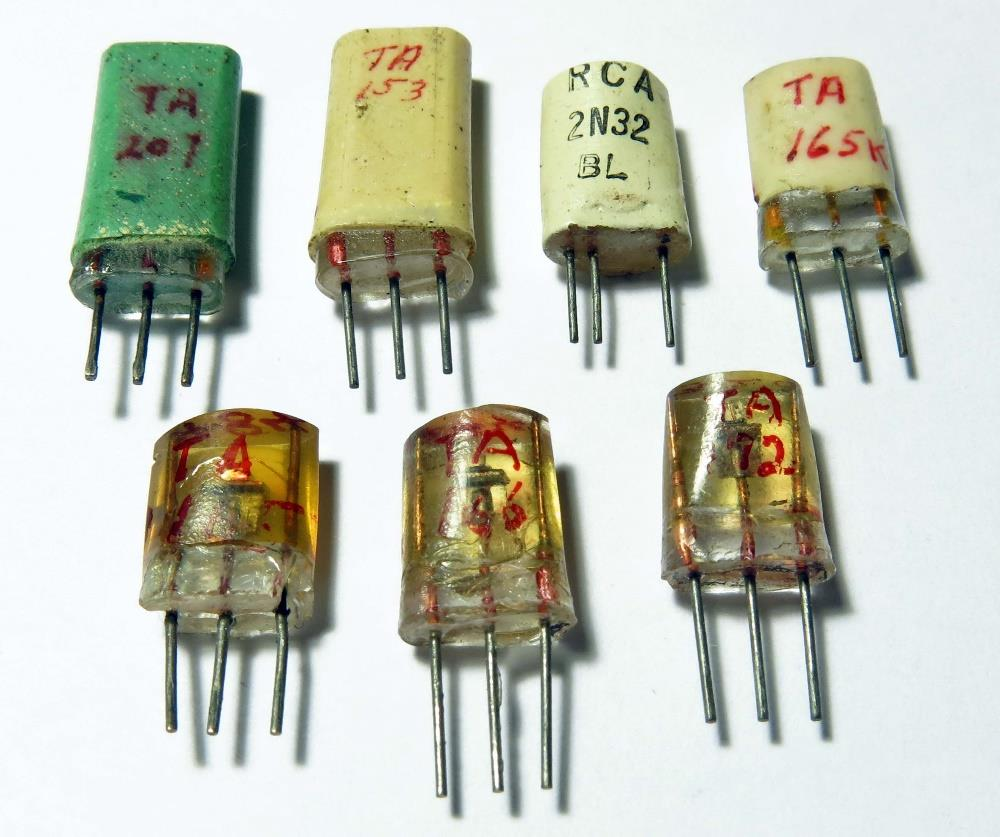 Historic 1950s Germanium Computer Transistors Pdf The Transistor In A Century Of Electronics Rca Junction And Point Contact Top Row Left To Right Ta207 Ta153