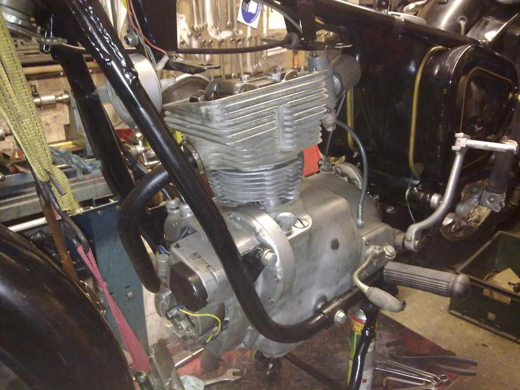 Simson Awo 425 Restoration Diary Part 2 End Of Document Thursday 5 Com Ford 60y6kfordf1504x4findfrontendexplodeddiagramhtml With The Step Facing Downwards Piston Went On Quite Easily Gudgeon Pin Was