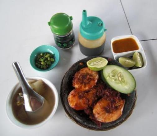 Sambal Udang and Sayur Asem The words kaki lima means five feet. It does not refer to the dimensions of the cart, but simply to the number of feet it uses. The feet of the vendor count for two.